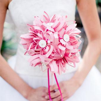 { Papier-Brautstrauss in Rosé und Pink }