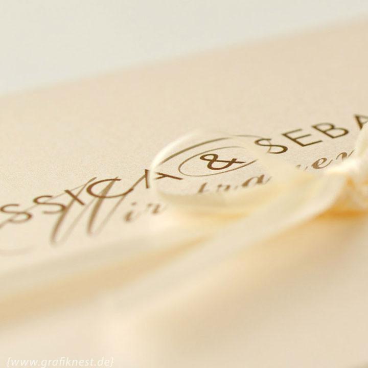 { Typografische Eleganz - Hochzeitseinladung }