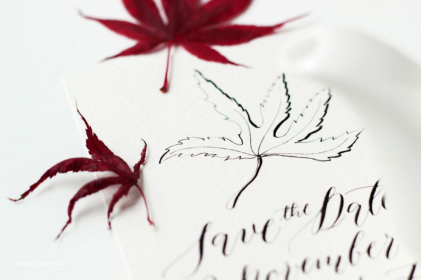 Kalligrafierte Herbst Save the Date Hochzeitspapeterie