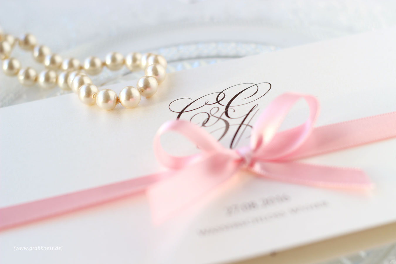 Klassische Schloss Hochzeit Einladung mit Monogramm