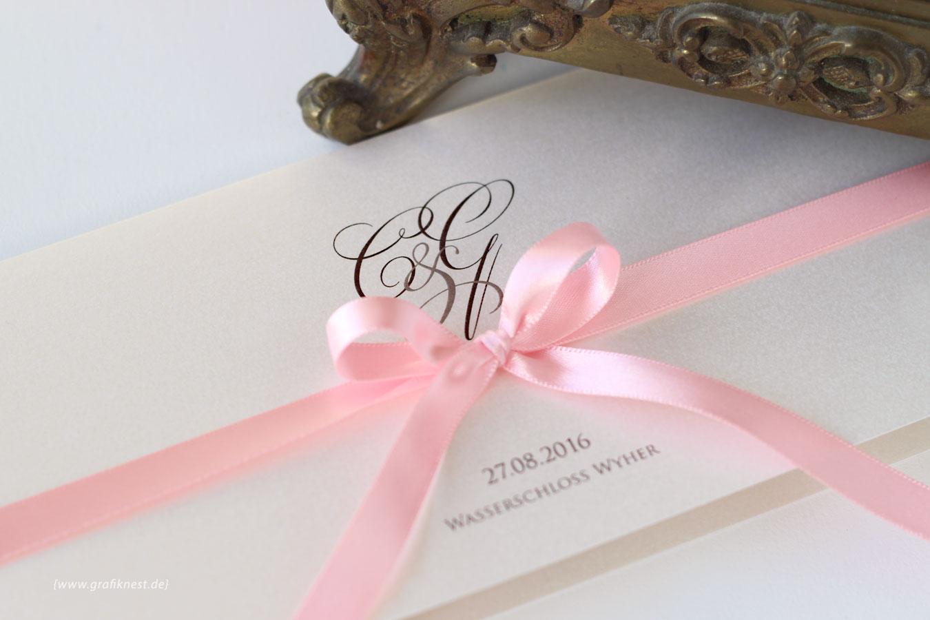 Klassische Schloss Hochzeitspapeterie mit Monogramm und Band
