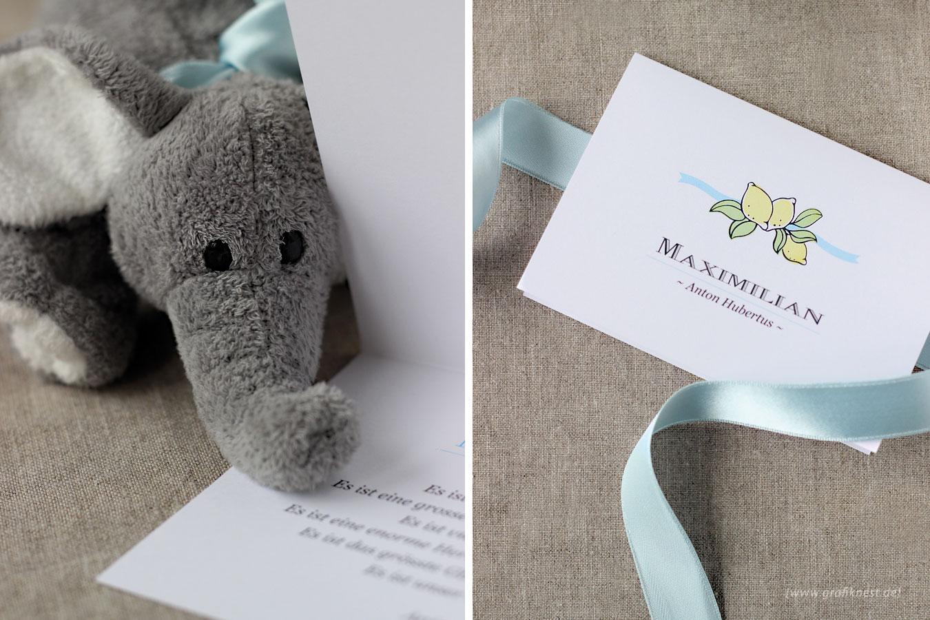 Babykarte zur Geburt von Maxi mit blauem Band