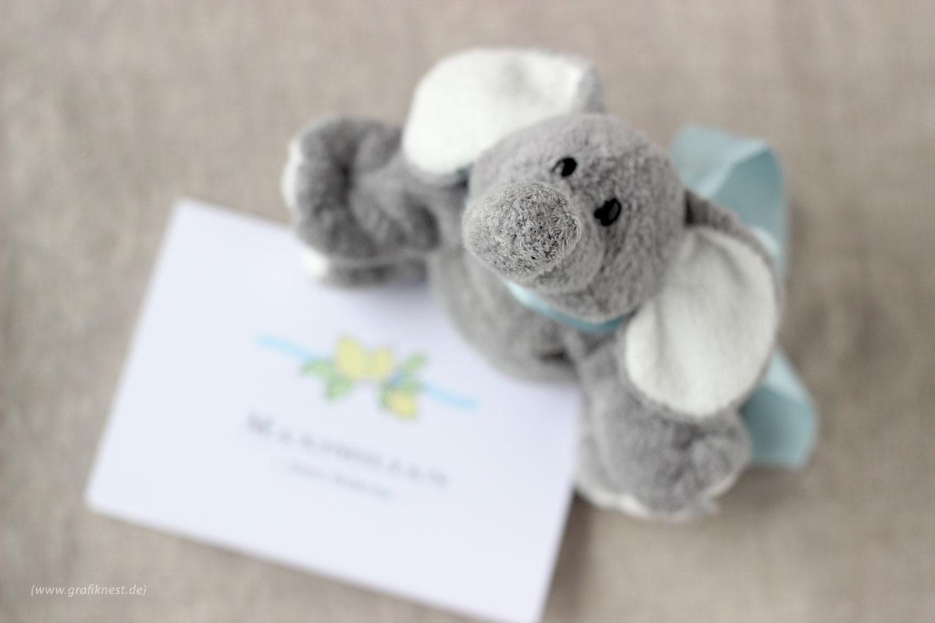 Babykarte zur Geburt nvon Maxi mit einem Elefant