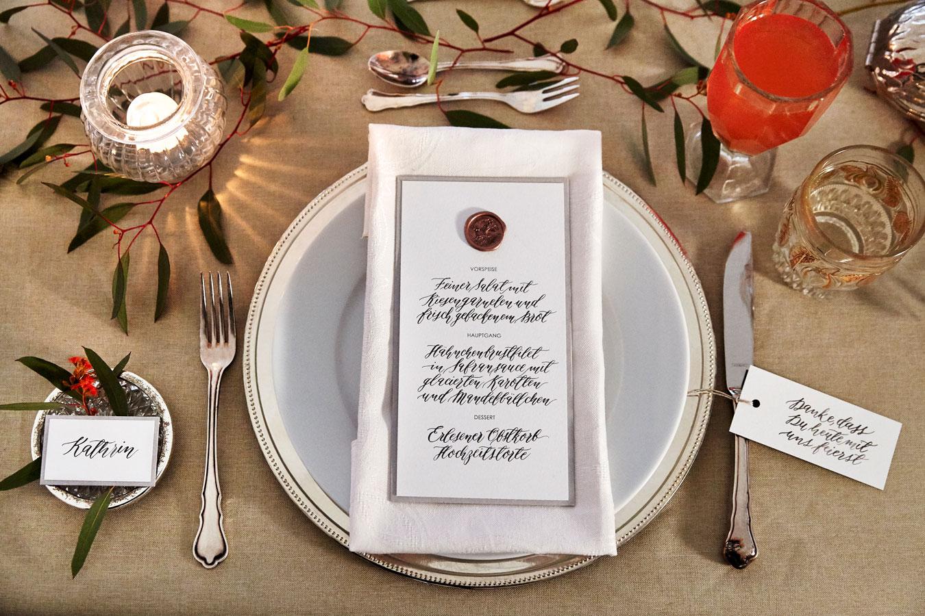 Kalligrafie Menükarte mit Siegel zur Hochzeit