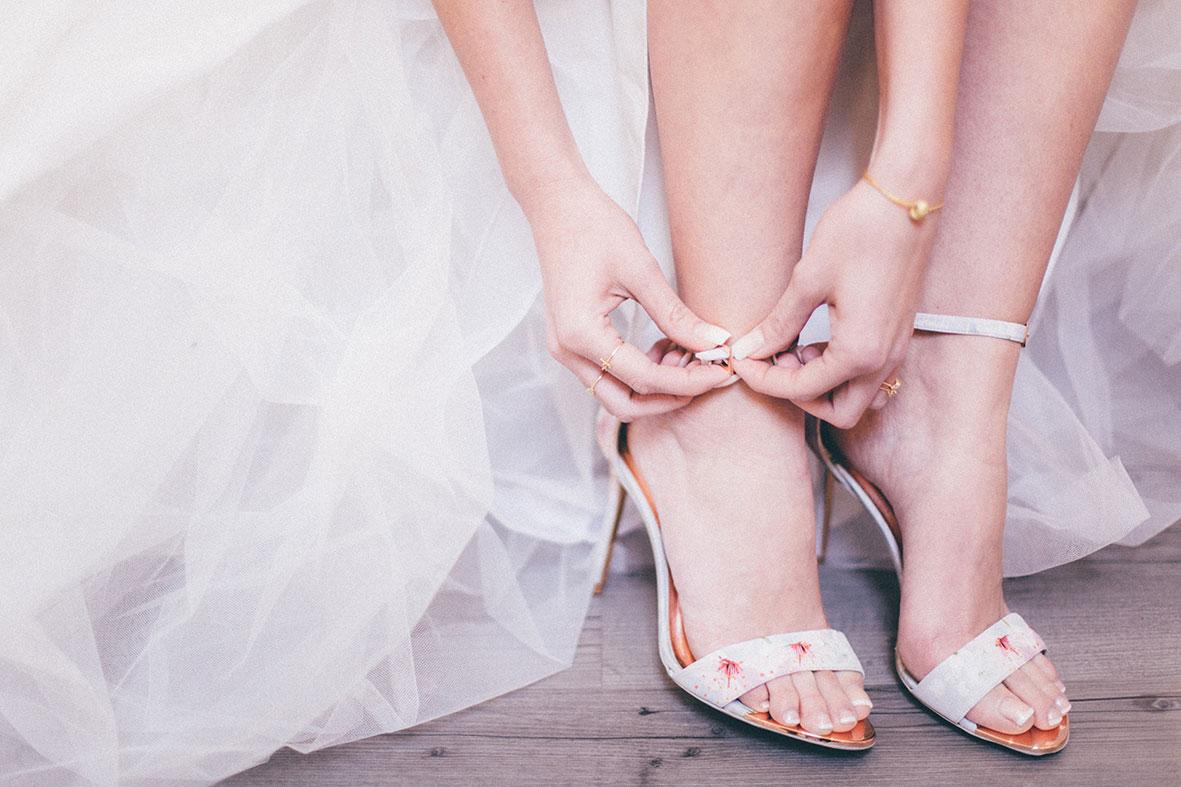 Getting Ready Brautschuhe und Hände